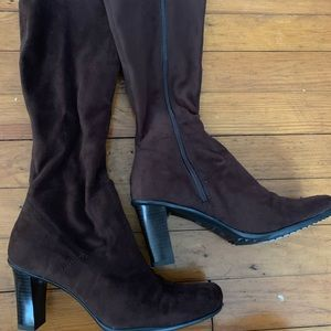 Shoes - Brown Suede Material Boots Size 7.5